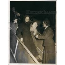 1953 Press Photo refugees from the East arrived in Western Germany, airport