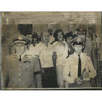1973 Press Photo Security Guards Surround Arab Terrorist Zehod Ahmed Mohamed