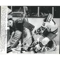 1975 Press Photo Chicago Goalie Esposito and New York Derek Sanderson's.