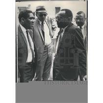 1967 Press Photo Civil rights Figure James Meridith Talks with Former Legislator