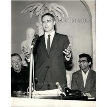1964 Press Photo Marlon Brando, Savoy Hotel, London - KSB21895