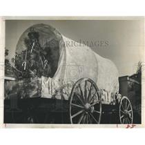 1962 Press Photo Dr. E.M. Harrison's Conestoga wagon - RSH14281