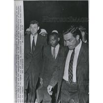 1962 Press Photo James Meredith Accompanied by US Marshale, Arrives Airport