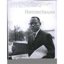 1963 Press Photo James H. Meredith Displays the Diploma He was Handed an Oak