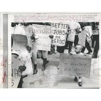 1963 Press Photo David Armor carries sign as he follows fellow picketers