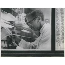 1968 Press Photo Dr Robert W. Holley one of 3 american Professors awarded
