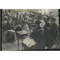 1913 Press Photo Sewing Class At St. Clara's Orphanage - XXB12425