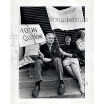 1976 Press Photo Demonstrators against Rev. Sun Myung Moon's Unification Church