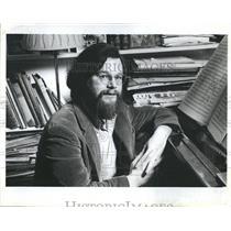 1983 Press Photo Robert Carl, upcoming composer at his piano - RSH05581