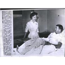 1962 Press Photo Detroit Lions Terry Barr Nurse Bonnie Kutt Knee Operation