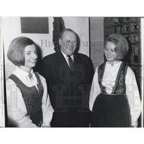 1964 Press Photo King Olav of Norway & Vibeke Kaas & Tove Pedersen
