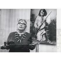 1970 Press Photo Del-Noi-Eh-Nit-Que-O-Mah - Mrs. Iwowski - & The Ceremonial Pipe