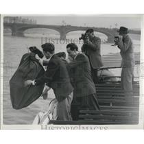 "1954 Press Photo Nick Jansen Is Tossed Into River Thames In A ""Mailbag"""