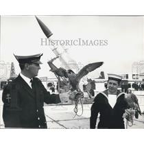 1970 Press Photo Press Day At Farnborough Air Show Falcon Startled