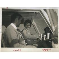 1968 Press Photo Patty Harris With Flight Instructor Ron Carroll - RSH14367