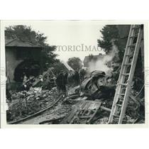 1958 Press Photo Viking Airliner crashes on the house at Southall