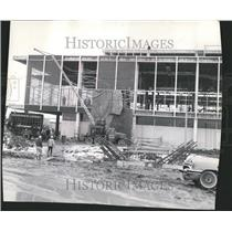 1961 Press Photo Artist scaffold collapse hare airport - RRV42777