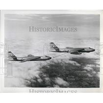 1958 Press Photo Vickers Valiant Medium Jet Bombers Refueling Midair Britain