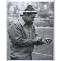 1974 Press Photo John Ralston Denver Broncos Football Coach Coaches In The Snow