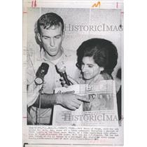 1967 Press Photo Jeff White and his wife and a newspaper from Cuba - RSH90247