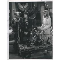 "Press Photo Telma Hopkins & Cindy Williams, Jenny Jones in ""Getting By"""