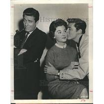 1955 Press Photo Actor Efrem Zimbalist Jr. and Edward Byrnes and Sue Randall.