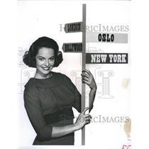 1960 Press Photo Actress Joyce Taylor Poses For Youth Parade By Churchills