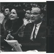 1966 Press Photo Mr Mrs Harold Mayer Chicago Bulls Game - RSC80465