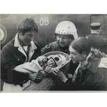 1970 Press Photo Youngest Helicopter Passenger 3 Months Parents