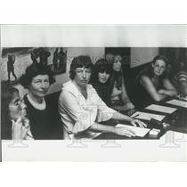 1973 Press Photo Mrs. Van Beek Surrounded by Collaborators Press Conference
