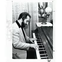1982 Press Photo Internationally Recognized Composer / Pianist Robert Moffa