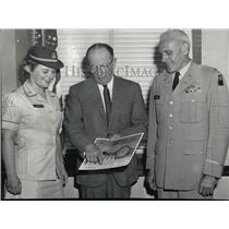 1964 Press Photo Lt Col Franklin Davis, R Murphy, & Capt Suzanne Perkins