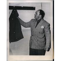 "1945 Press Photo Lou Novikoff the ""Mad Russian"", Philadelphia Phillies"