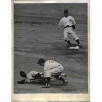 1944 Press Photo Yankees Stage Double Play In White Sox Game
