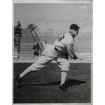 1934 Press Photo White Sox' Pitcher Phil Gallivan Warming Up