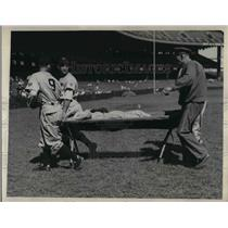 1945 Press Photo Nationals H Cliff carried from field vs Yankees after being hit