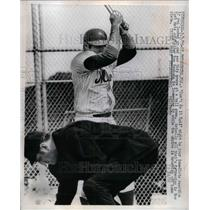 1970 Press Photo N.Y. Mets outfielder Ron Swoda with umpire brushing home plate.