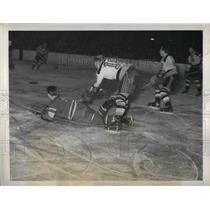 1943 Press Photo  Bruins' Art Jackson vs Grant Warwick of Rangers