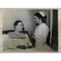 1936 Press Photo Joe Medwick of  Cardinals at the hospital removed his tonsils.