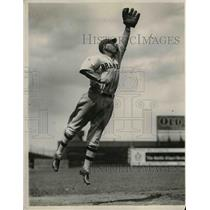 1932 Press Photo William Urbanski of Braves during game between Brooklyn.
