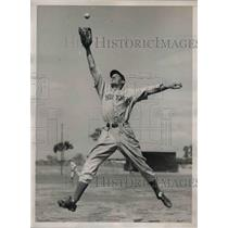 1940 Press Photo Norman Young, Prized Rookie, Leaps Into The Air At Camp
