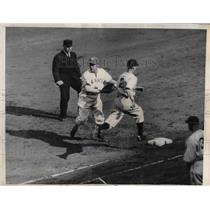 1936 Press Photo James Bucher,Brooklyn Dodgers out at 1st vs NY Giants