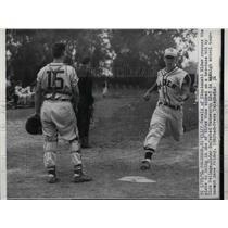 1954 Press Photo Cliff Oswald of Cincinnati Elder crosses plate to bring in one