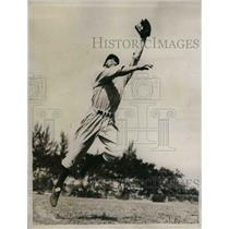 1935 Press Photo George Selkirk of Yankees leap for high one in right field.