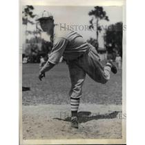 1934 Press Photo William Walker, pitcher for St Louis Cardinals - nea08012