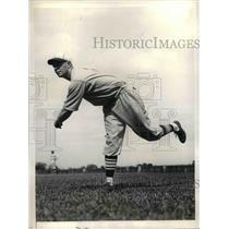 1935 Press Photo William Walker, pitcher for St Louis Cardinals - nea08014