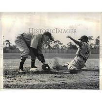 1935 Press Photo Louis Legett Catcher Joe Cronin Manager Boston Red Sox Training