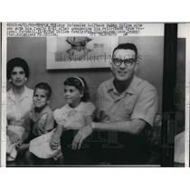 1959 Press Photo Halfback Bobby Dillon and family Ann, Danny and Karen
