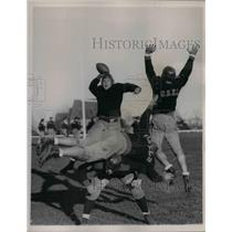 1937 Press Photo Schoch of St Mary's passing the ball - nea13670