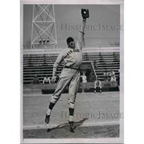 1937 Press Photo Pittsburgh Pirates pitcher, Jim Weaver at training camp